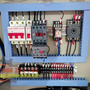 Hệ thống điện hãng DELIXI với thiết bị chống đảo pha và rơ le cảm biết nhiệt chống bị om, cháy mô tơ
