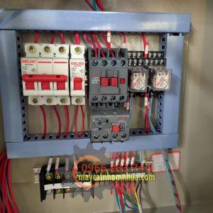 Hệ thống điện hãng DELIXI cùng với thiết bị rơle nhiệt bảo vệ motor