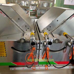 Đầu máy được đỡ bằng 2 tấm thép khổ lớn đã được gia công nhiệt luyện chống cong vênh